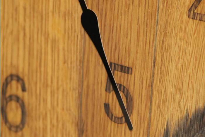 engraving a cask end clock